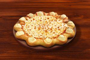 בפיצה החדשה של פיצה האט יש כדורי מוצרלה אפויים בתוך הקרום